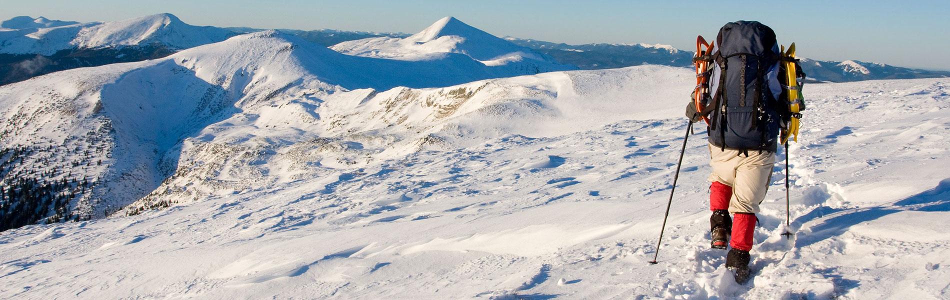 Wanderer auf Schneebedecktem Berg